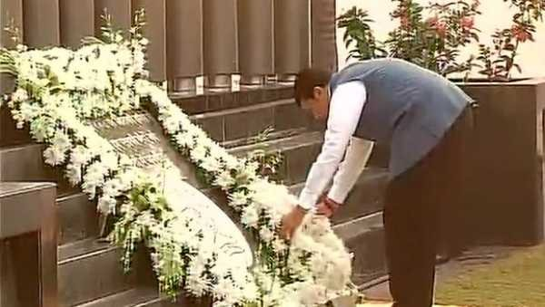 Fadnavis-mumbai-attack-tribute