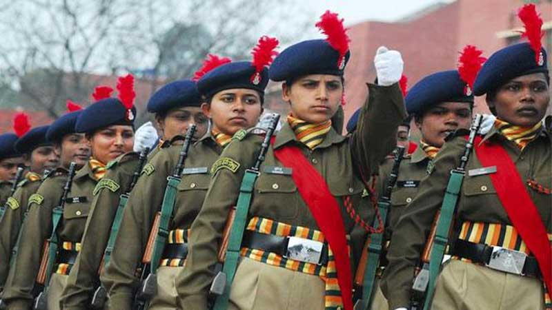 girls in army